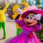 Minnie Mouse voll bei der Sache bei Goofy's Garden Party