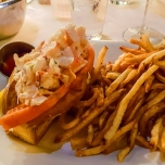 Lobster Roll mit Pommes