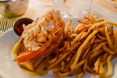 Lobster Roll mit Pommes