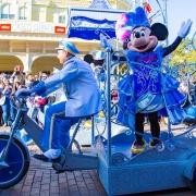 Minnie Mouse im Geburtstagsoutfit