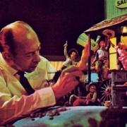 Marc Davies bei der Arbeit an einem Modell der Saloon-Szene der Western River Expedition