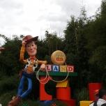 Eingang Toy Story Land mit Cowboy Woody