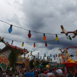 Lichterkette und Toy Story Land Dekoration