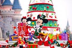 Paradenwagen mit Weihnachtsbaum & Mickey Mouse