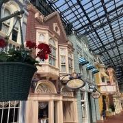 Der World Bazaar erinnert an die Main Street USA und ist auch im viktorianischen Stil gebaut.