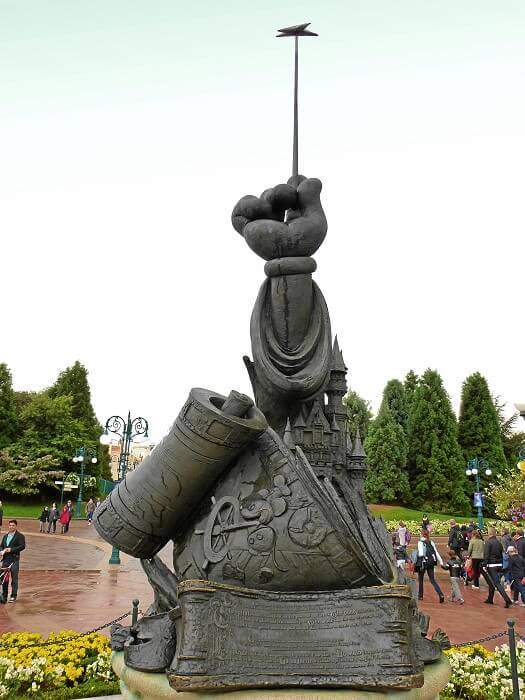 Die Disney Legends Statue im Disneyland Paris