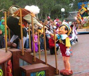 Auch bei der Parade kannst Du Pinocchio sehen