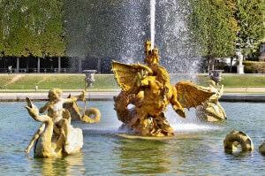 Der Drachenbrnnen im Park von Schloß Versailles