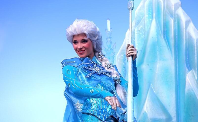 Triff Die Prinzessinnen Anna Und Elsa Beim Frozen Summer Fun