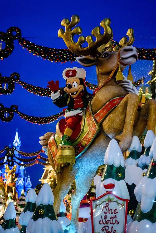 Weihnachtsparade im Disneyland Paris