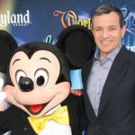 Bob Iger mit Mickey Mouse