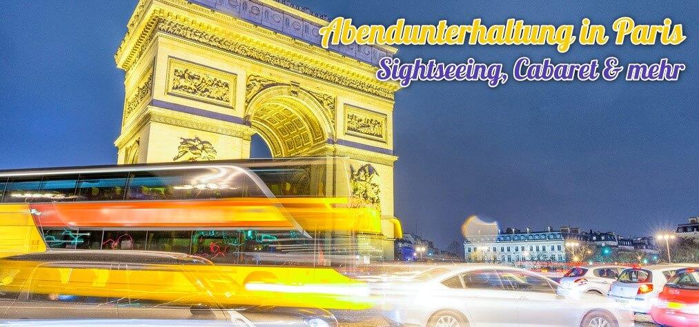 Nächtlicher Arc de Triomphe in Paris mit Sightseeing Bus im Vordergrund