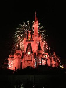 Schloss mit Halloween Beleuchtung