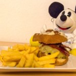 Disney-Rezept: Cinnamon Bun and Candied Bacon Cheeseburger (Secret Menu All Star Movies Resort)