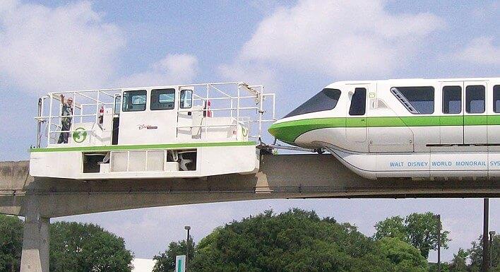 Monorail wird abgeschleppt