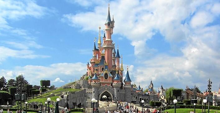Wahrzeichen des Disneyland: märchenhaftes Disney Schloss