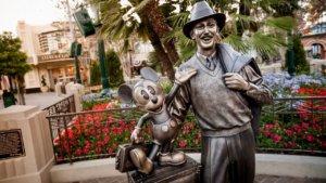 Walt und Mickey Statue