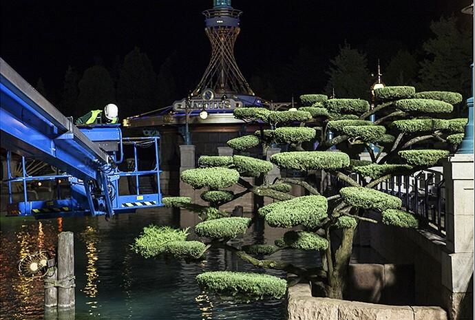 Nachtschicht der Gärtner im Disneyland Paris