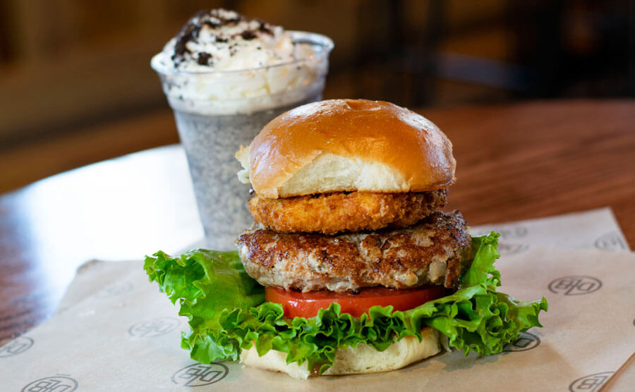 Burger und Getränk