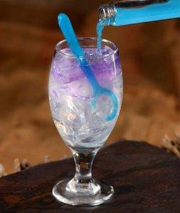 Glas mit alkoholfreiem Cocktail