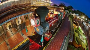 Die Disney World Railroad vor dem Eingang ins Magic Kingdom