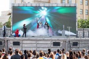 Loki, Thor, Black Widow und Spiderman auf Bühne