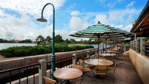 Blick auf die Terasse des Rose & Crown Dining Rooms