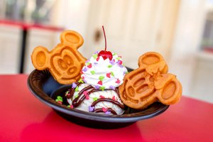 Ein leckerer Mickey Waffle Eis