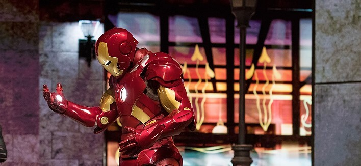 Marvel Superheld Iron Man im Disneyland