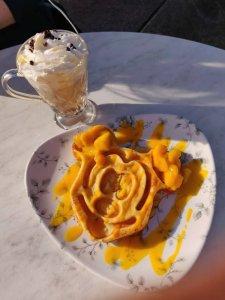Mickey Waffel im Disneyland Paris