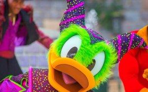Donald duck im Halloweenkostüm