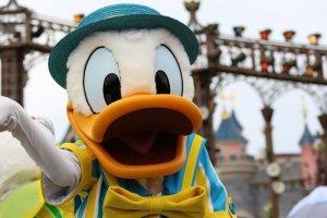 donald Duck beim Swing into Spring im Disneyland