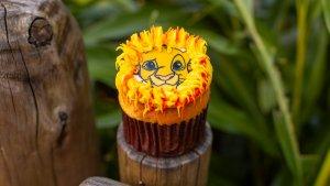 Ein Foto von einem Simba Vanille Cupcake