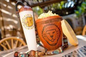 Der Novelty Sipper für erfrischende Getränke und ein toller Simba popcorn Bucket