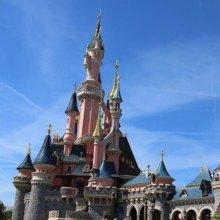 Schloss in Disneyland Paris von der Seite