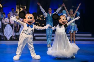 Mickey Mouse und Minnie Mouse in elegantem Outfit