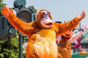 King Louie, der Affe aus Dschungelbuch beim Tanzen