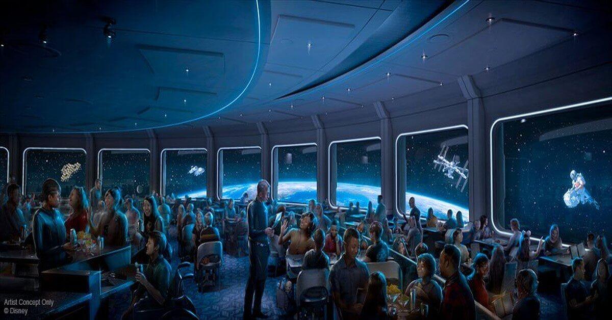 Restaurant Space220 - Gastraum mit Ausblick ins Weltall