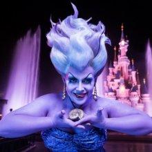 Ursula vor dem Dornröschenschloss in Disneyland Paris