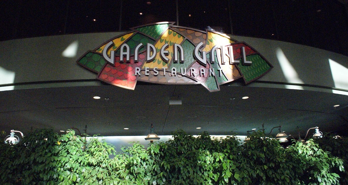 """Schild mit der Aufschrift """"Garden Grill Restaurant"""""""