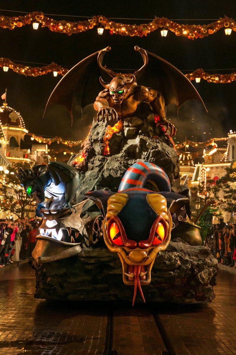 ein gruseliger Paradewagen bei der Halloweenparade