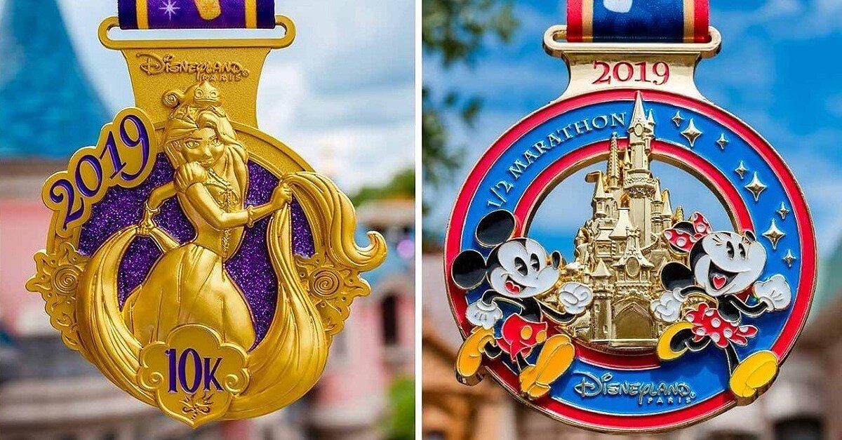 Meaille mit Rapunzel für den 10 Kilometer-Lauf und Medaille mit Mickey und Minnie vor dem Schloss für den Halbmarathon