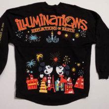 Dunkelblaues Spirit Jersey mit Mickey Mouse, Minnie Mouse, Feuerwerk und dem Schriftzug Illuminations - Reflections of Earth