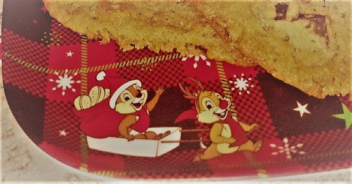 Chip und Chap sind als Motiv auf einem weihnachtlichen Teller mit Cookies zu sehen