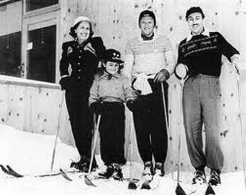 Familie Disney mit Hannes Schroll auf Skiern