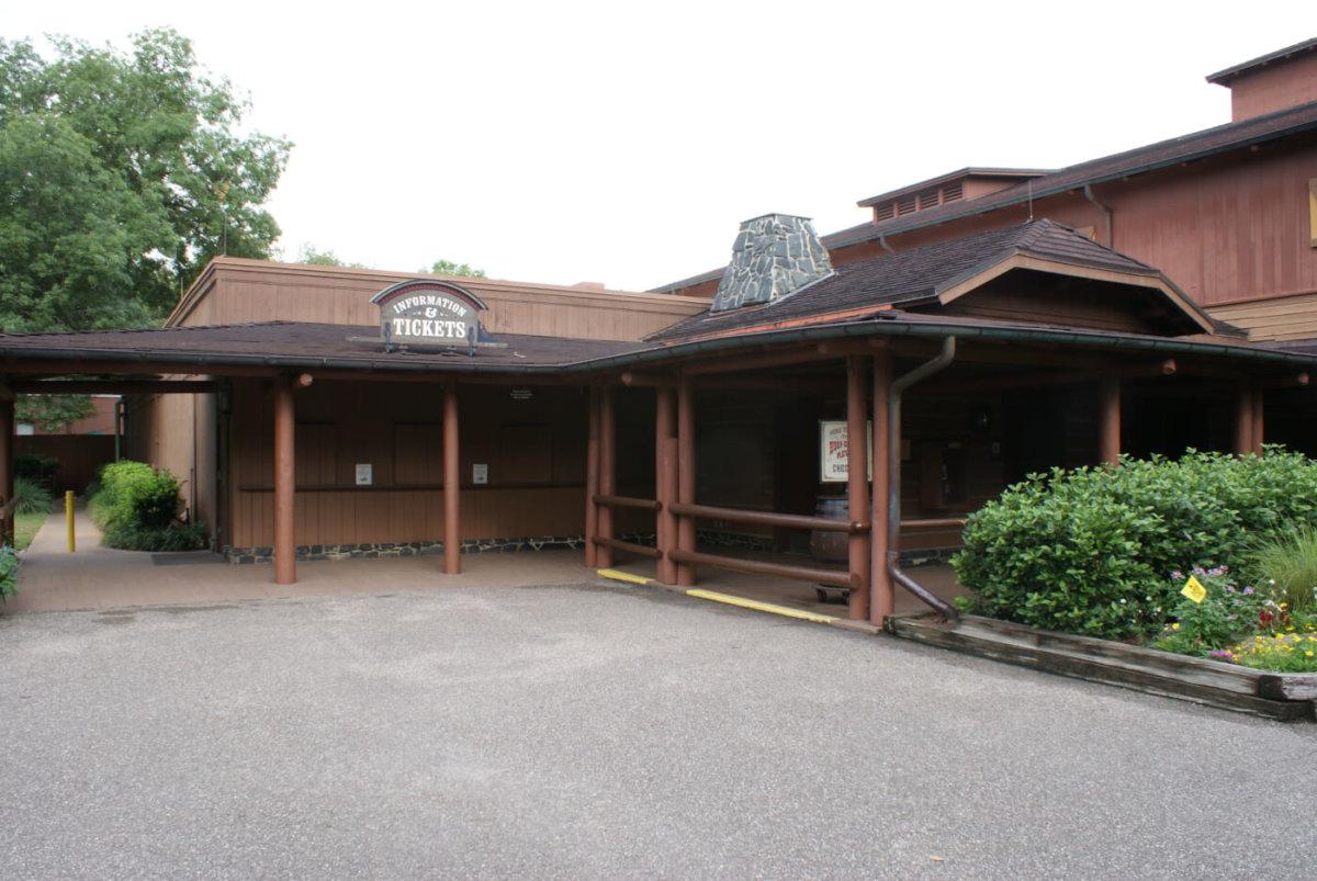 Gebäude neben dem Trail's End Restaurant
