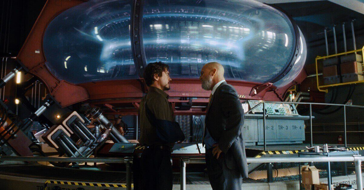 Tony Stark alias Iron Man vor dem Reaktor