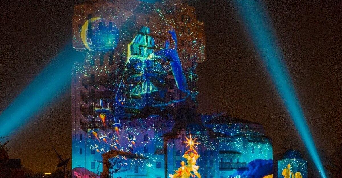 Star Wars Projektionsshow mit Feuerwerk am Tower of Terror