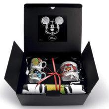 Set aus Tassen und Zuckerdose in hübscher Box