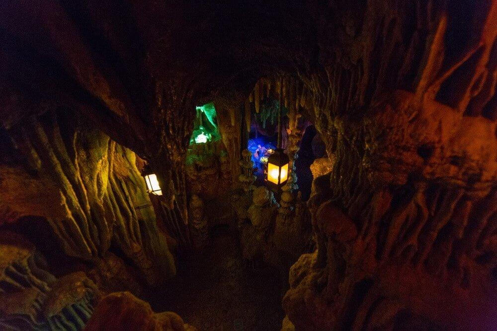 Höhle mit verborgenenm Schatz auf der Adventure Isle